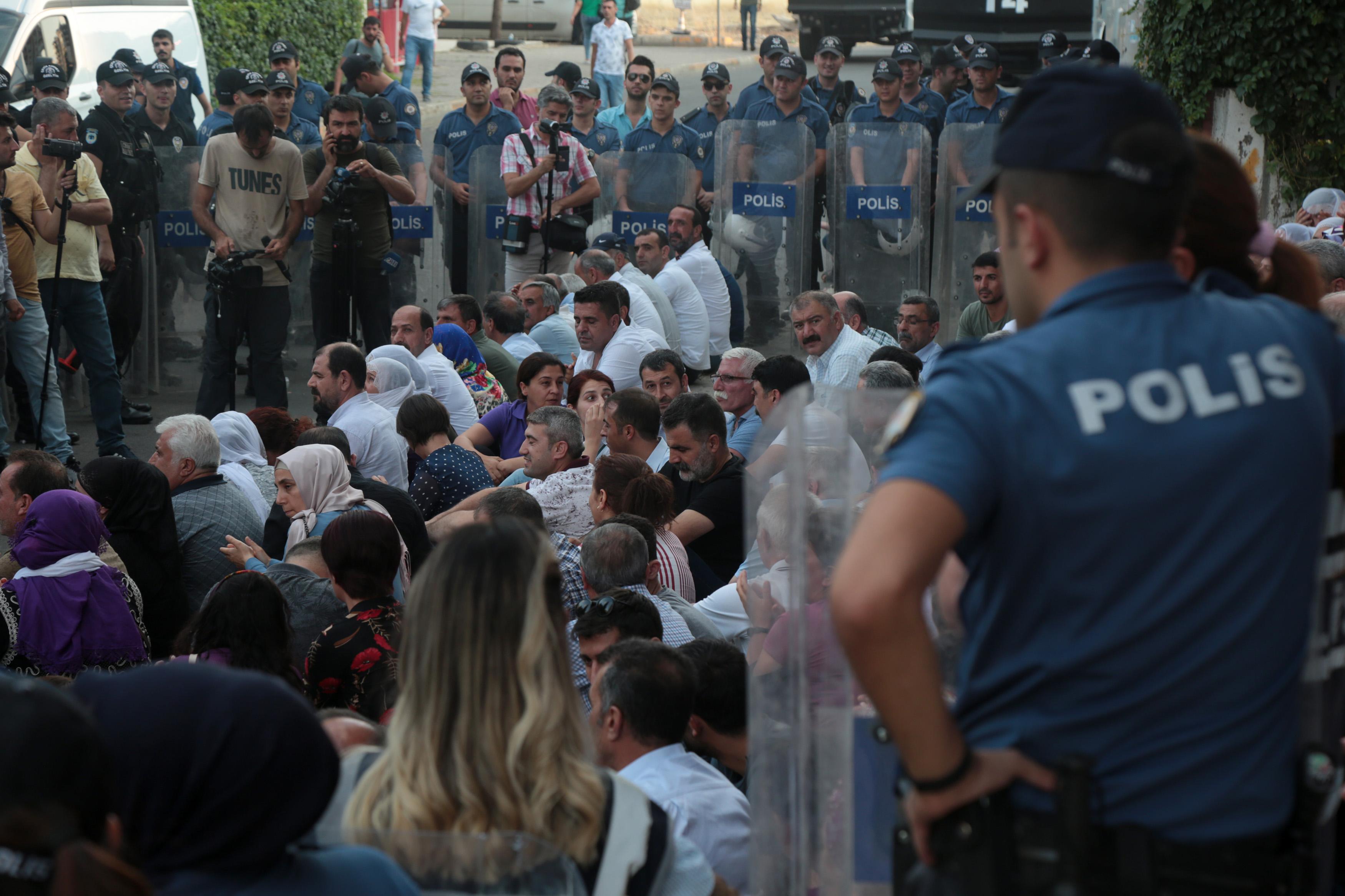 HDP'nin 'Savaşa Hayır' yürüyüşüne izin verilmedi