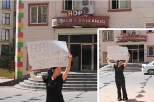 İşten çıkarıldığını iddia eden engelli kadın, HDP önünde eylem yaptı: 'Engelliyim işimi geri istiyorum'