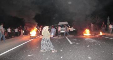 Suların akmadığını iddia eden vatandaşlar, yolu trafiğe kapattı