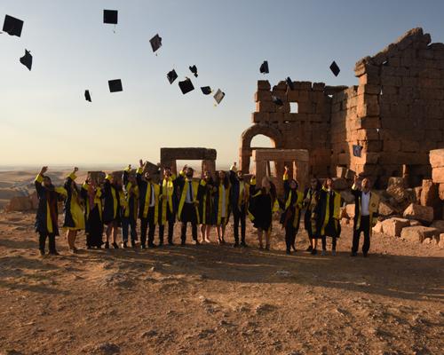 Zerzevan Kalesi'nde arkeoloji mezuniyeti
