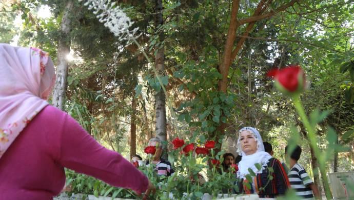 Mezarlıklarda kalıcı barış için dua ettiler