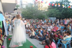 Derikli çocuklara tiyatro sürprizi