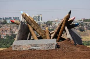 'Kültür Heykeli' üniversite yoluna yerleştirildi