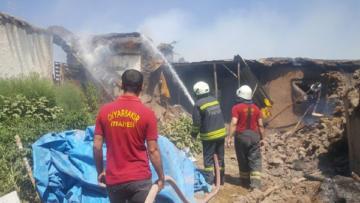 Sur'da yangın: 2 ev ve 4 ahır küle döndü