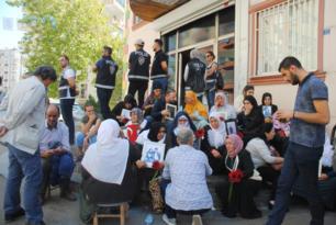 Sayıları 40'a yükselen annelerin evlat arayışı sürüyor; Barış istiyoruz