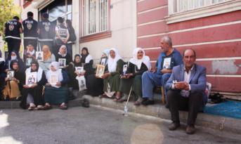 Oturma eylemindeki ailelerden siyasi partilerin il temsilcilerine tepki; Bize desteğinizi gösterin