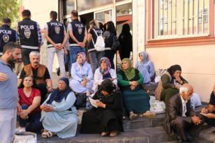 Ailelerin HDP önündeki evlat arayışı devam ediyor; Sonuna kadar direneceğiz