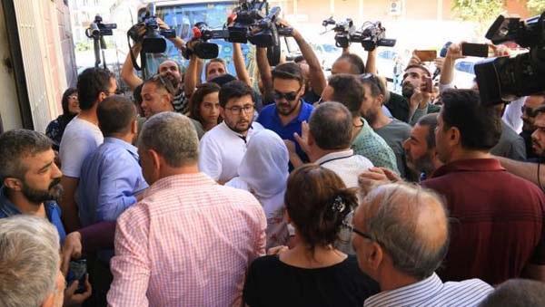 HDP İl binası önünde 'açıklama gerginliği'