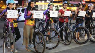 Kadın cinayetlerine dikkat çekmek için pedal çevirdiler