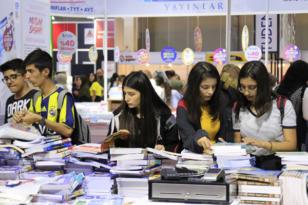 Diyarbakır Kitap Fuarını 1 günde 24 bin kişi ziyaret etti