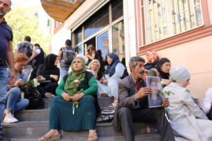 HDP önünde eylem yapan aile sayısı 14'e yükseldi