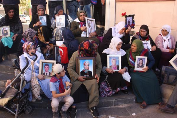 Evlat arayışları 21'inci gününde devam eden aileler; Dünya bizi duysun