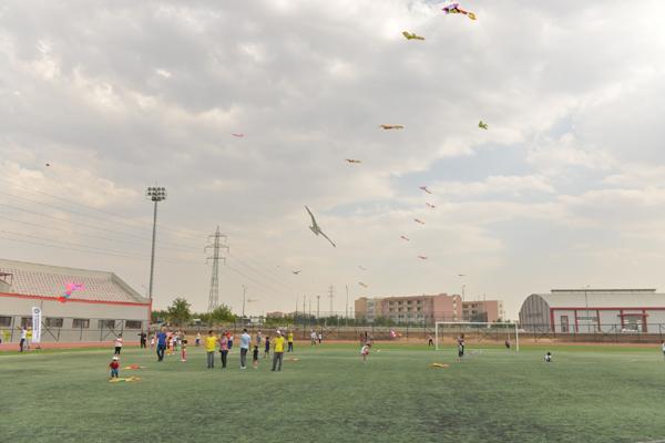 Gökyüzü çocukların uçurtmalarıyla renklendi