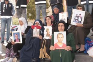Çocuklarını bekleyen ailelerin HDP il binasındaki eylemi 40. gününde