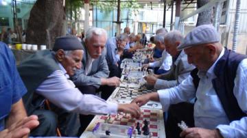 Bu kahvede yarım asırdan bu yana satranç oynanıyor