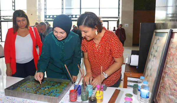 Ayşe Güzeloğlu, ''Öğrenme Şenliği'' el sanatları sergisini gezdi