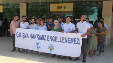 4 hekimin işine son verilmesi protesto edildi