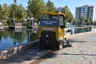 Bağlar parklarında çevreci araçlarla temizlik dönemi