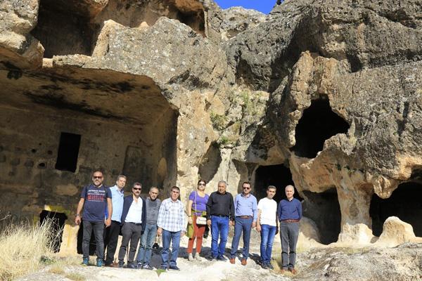 DTSO heyetinden Hasuni mağaraları ve Malabadi Köprüsüne gezi
