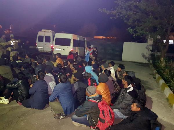 VİDEO HABER – 69 düzensiz göçmen yakalandı