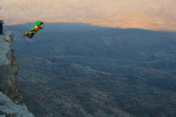 VİDEO HABER – 'Kaletül-Üstad' tepesinden atladılar