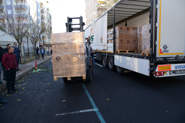 Her ay 5 bin aileye gıda yardımı