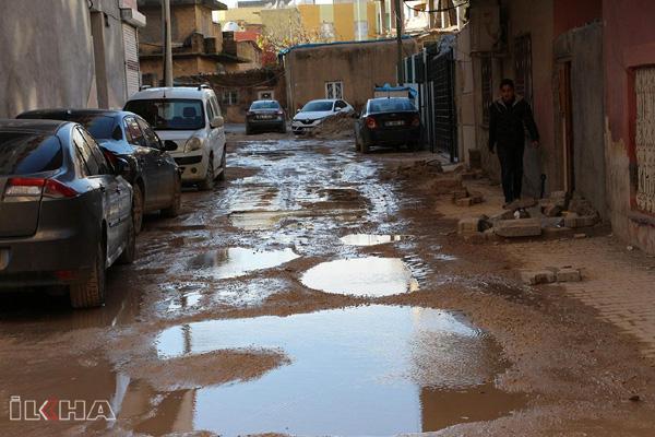 VİDEO HABER – Yollar çukurdan ve çamurdan geçilmiyor