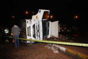 Çöp kamyonu devrildi: 1 ölü, 1 ağır yaralı