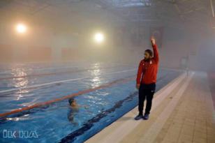 VİDEO HABER – Engelini yüzerek aştı dereceye koştu