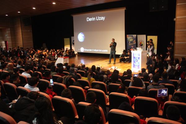 NASA'da görevli Türk bilim insanı Diyarbakır'da gençlerle buluştu