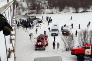 Otobüs nehre düştü: 15 ölü