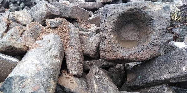 Tarihi taşlar kamyon kamyon satılıyor