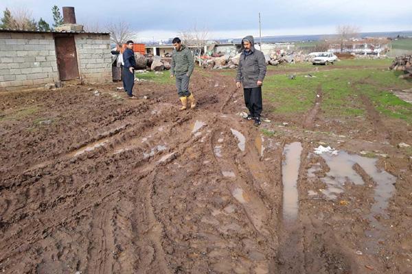 VİDEO HABER – Mahalleli çamurlu yollarının yapılmasını istiyor