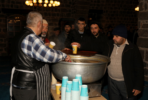 Ulu Cami cemaatine çorba ikramı