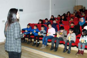 Görme engelli öğrencilere sesli film etkinliği