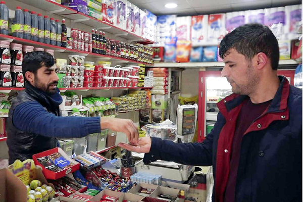 VİDEO HABER – Zincir marketler mahalle bakkalını yok ediyor!