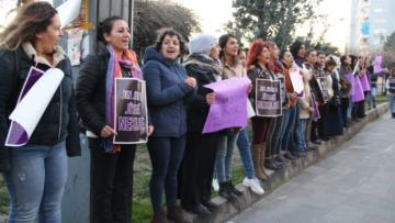 VİDEO HABER – Kadınlardan katliamlara karşı insan zinciri