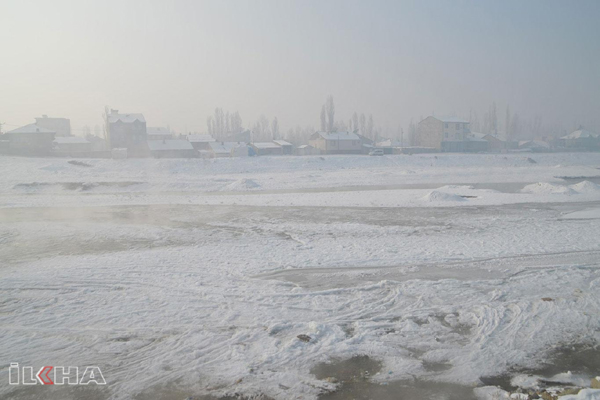 VİDEO HABER – Murat Nehri dondu