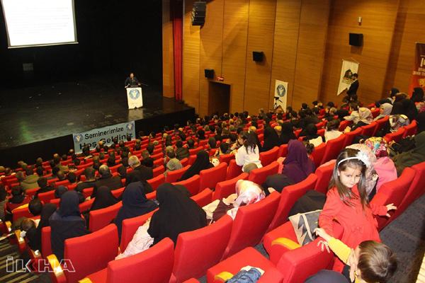 İDEV 'Sosyal Medya' konulu seminer düzenledi