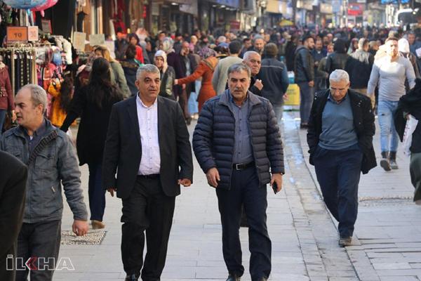 Türkiye'de halkın en önemli sorunları işsizlik ve hayat pahalılığı