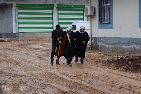 VİDEO HABER – Mahalle sakinlerinden yol ve kanalizasyon tepkisi