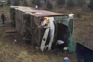 Yolcu otobüsü devrildi: 10 ölü, 18 yaralı