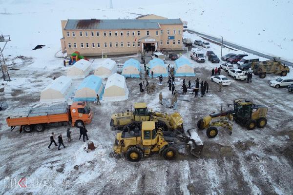 Van'da 254 konut ve 297 ahır yıkıldı