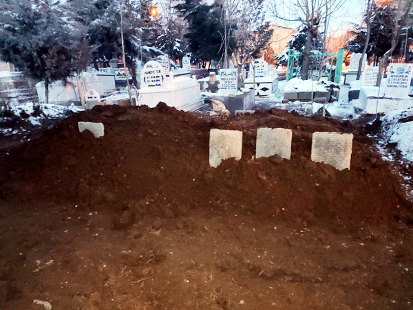 3 kardeş aynı mezarlığa gömüldü