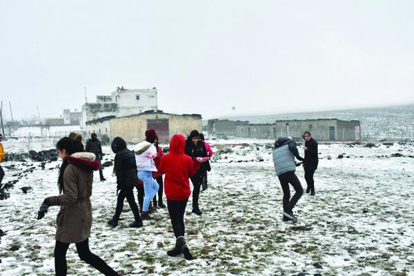Büyükşehir Belediyesi'nden öğrencilere kayak keyfi