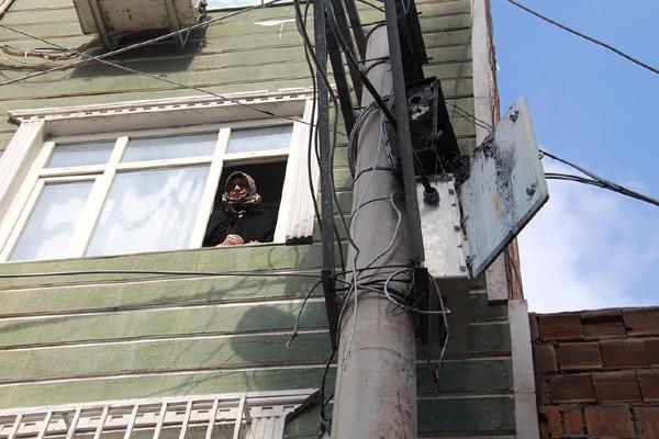 VİDEO HABER – Evlere bitişik elektrik panoları tehlike saçıyor!