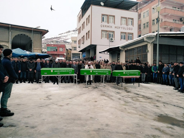Taziye dönüşü hayatını kaybeden 3 kişi toprağa verildi