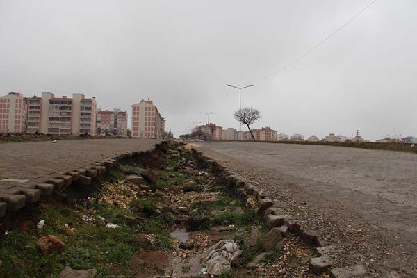 VİDEO HABER – Mahalle sakinleri: Yollarımız asfaltlansın!