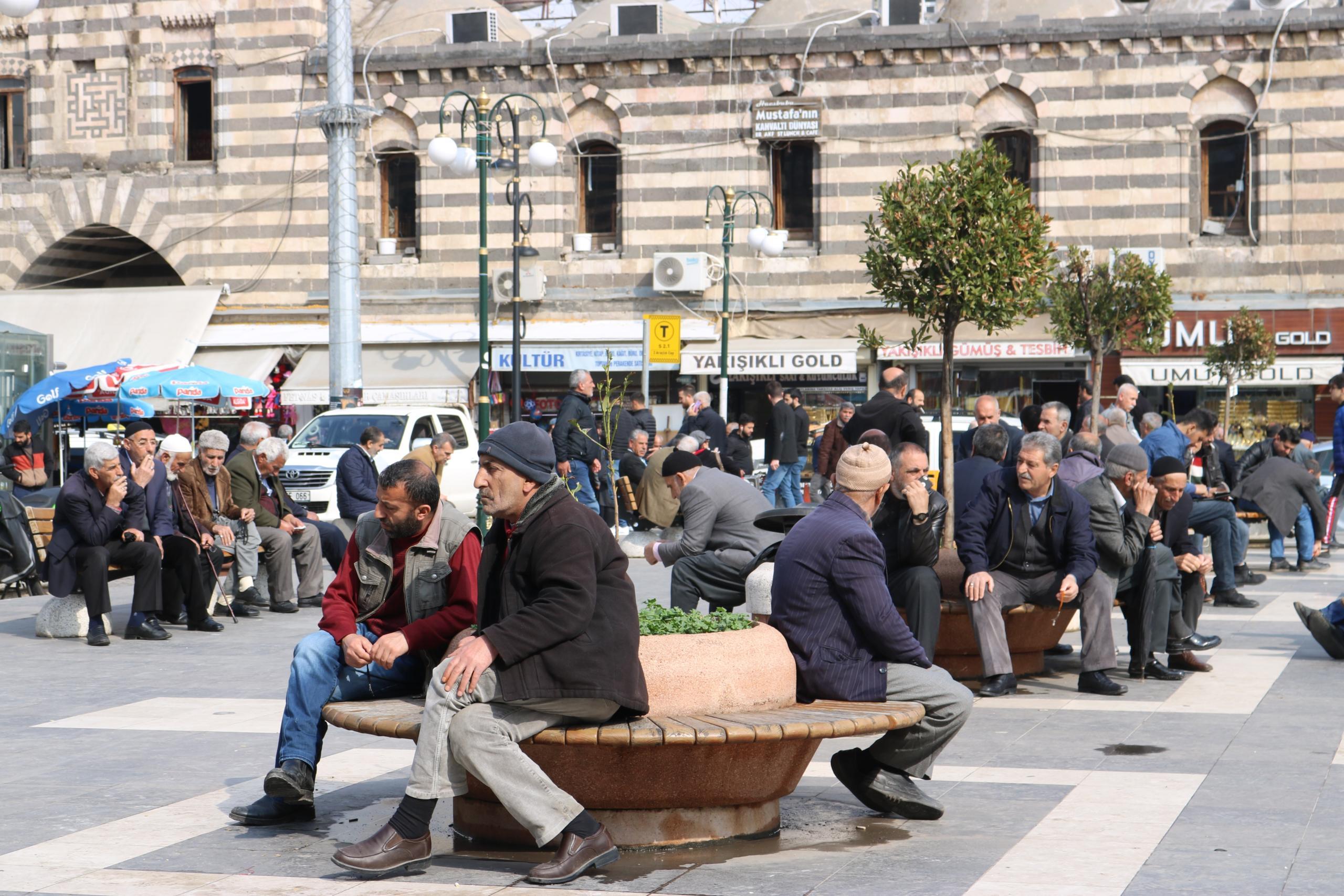 Diyarbakırlılar tedbirlere uymuyor