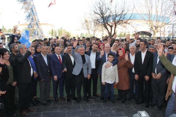 Diyarbakırlı Çiçek ailesi, bin kişi ile AK Parti'ye katıldı